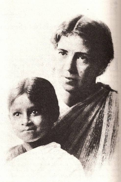 Amy Carmichael with orphan pix